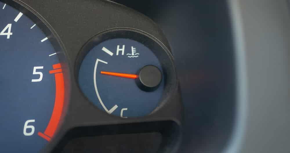 Surriscaldamento del motore dell'auto