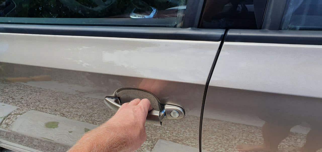 locking car