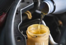 5 Symptoms of a Brake Fluid Leak, Diagnosis & Repair Cost