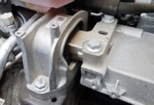 5 Symptoms of a Bad Motor Mount (&  Replacement Cost)